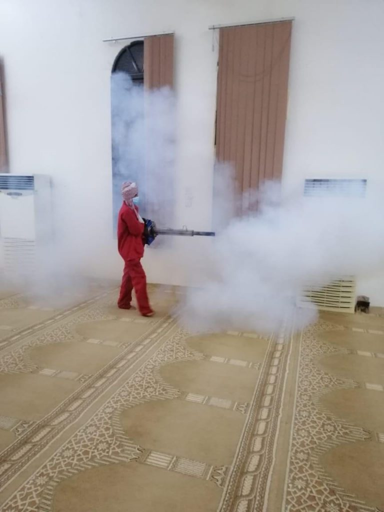 بلدية محافظة تيماء تبادر بتعقيم الجوامع والمساجد