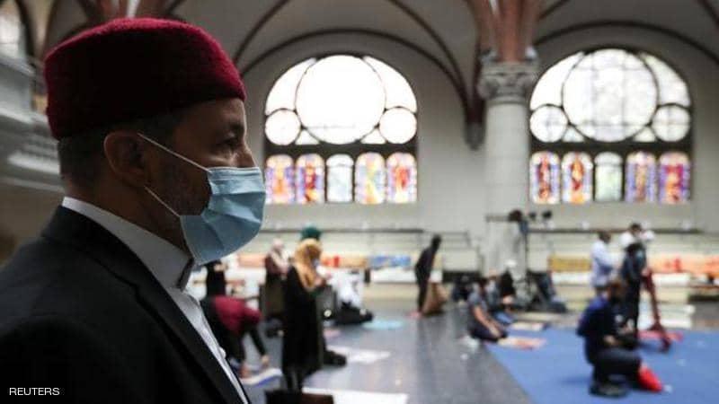 """كنيسة ألمانية تستضيف مئات المسلمين في صلاة الجمعة.. و""""الراعية"""": الآذان حرك مشاعري"""