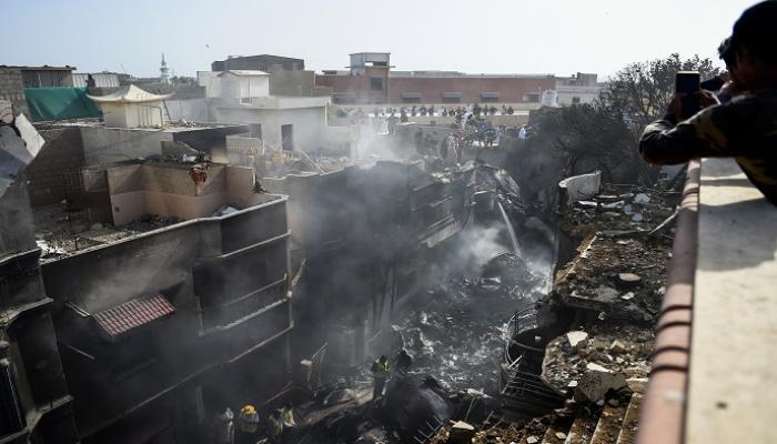 ارتفاع حصيلة ضحايا الطائرة التي تحطمت في باكستان إلى 97 قتيل