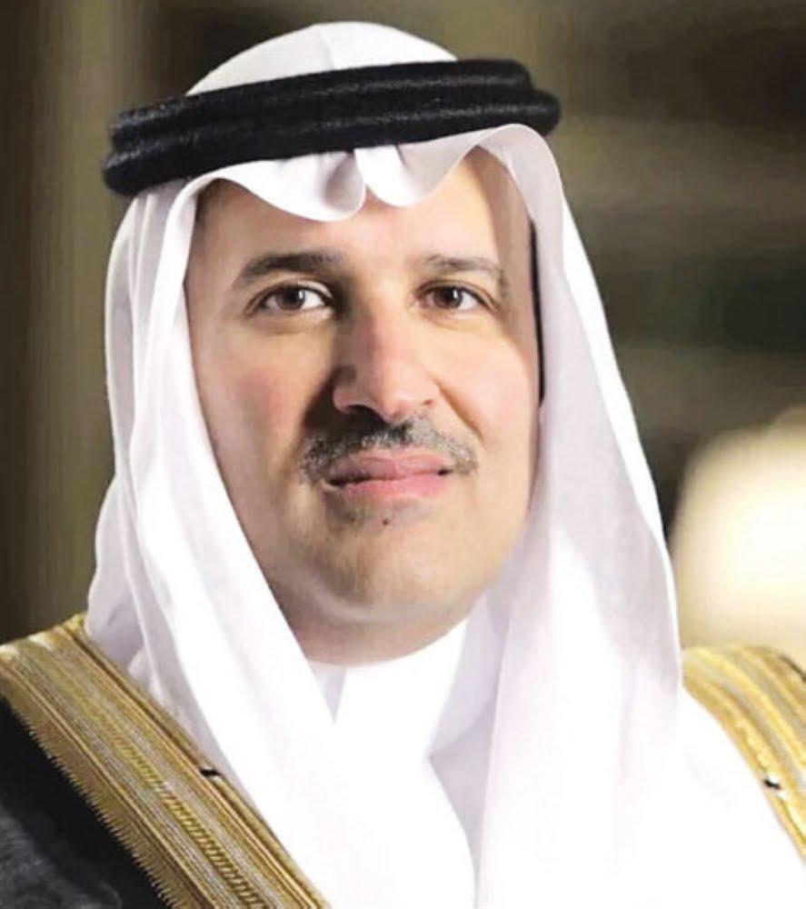 سمو أمير المدينة المنورة يطمئن على صحة مدير إدارة الدوريات الأمنية بالمنطقة
