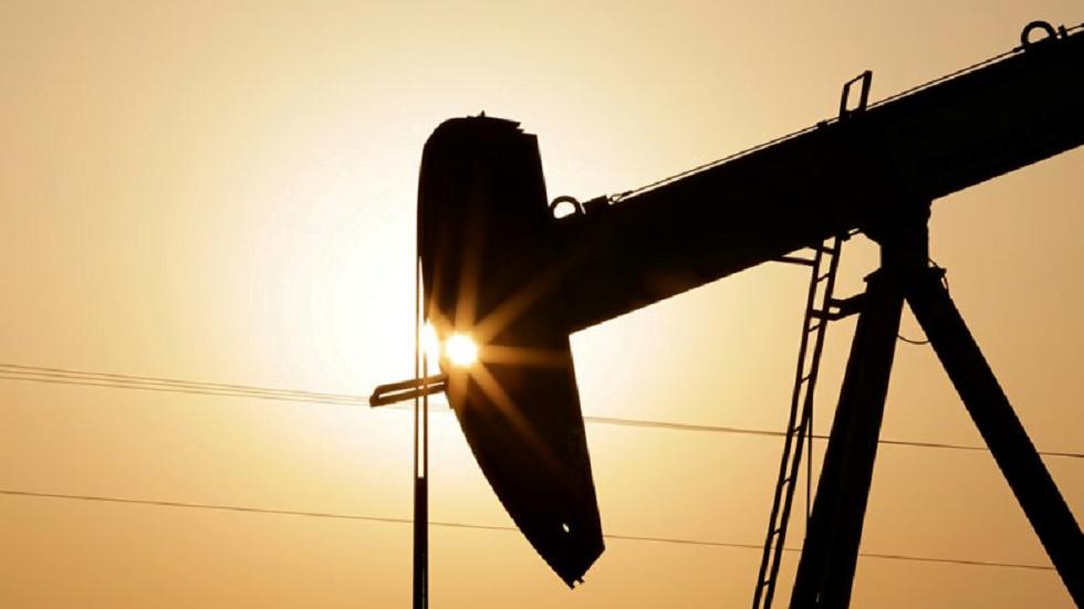 أسعار النفط تحطم الرقم القياسي الشهري