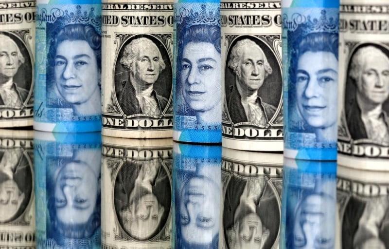 الاسترليني ينخفض مقابل الدولار الأمريكي واليورو