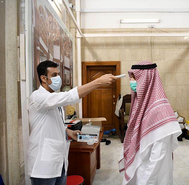 رئاسة المسجد النبوي تتابع تطبيق إجراءتها الاحترازية للحد من فيروس كورونا