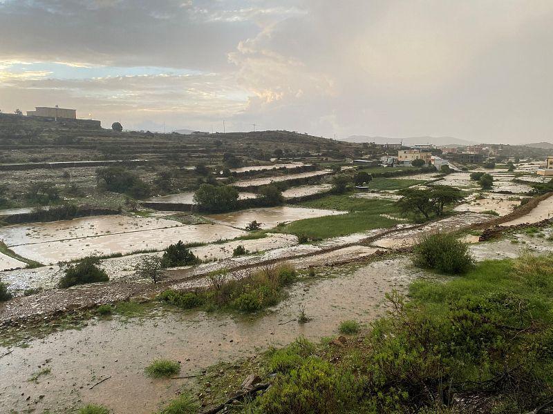 أمطار غزيرة على منطقة عسير