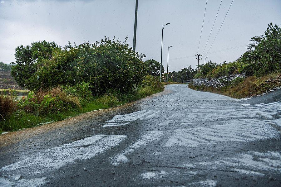 أمطار على منطقة عسير