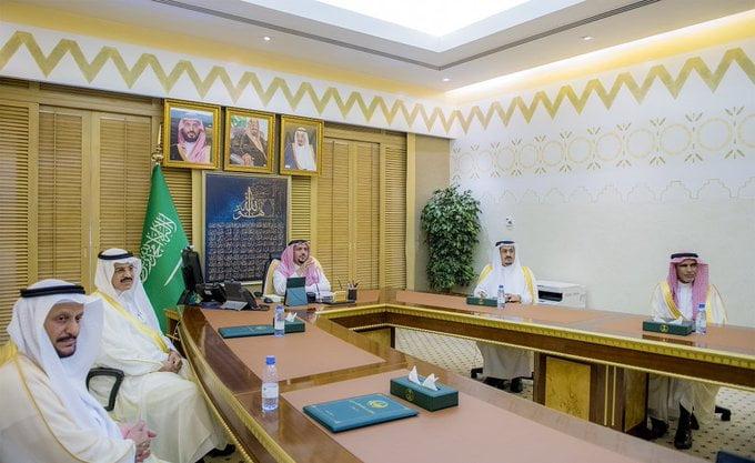 """أمير القصيم يلتقي """"عن بعد"""" بمدراء الجهات الحكومية والقطاعات الأمنية المهنئين بعيد الفطر"""