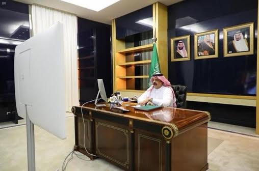 أمير منطقة حائل يرأس اجتماع اللجنة الرئيسية لمتابعة أوضاع سكن العمالة عبر الاتصال المرئي.