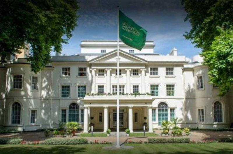 سفارة المملكة لدى بريطانيا تدعو المواطنين إلى الالتزام بالإجراءات الصحية الجديدة أثناء السفر عبر المطارات