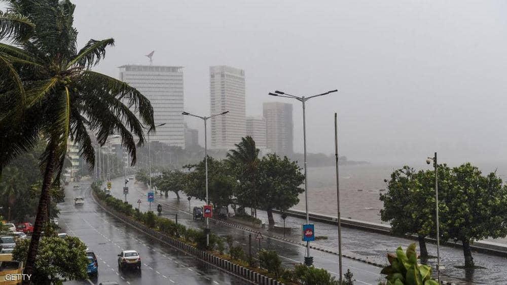 """الهند.. إعصار """"نيسارغا"""" يجتاح بومباي"""