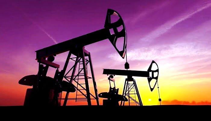 النفط يرتفع مع ترقب اجتماع أوبك+ لتمديد خفض الإمدادات