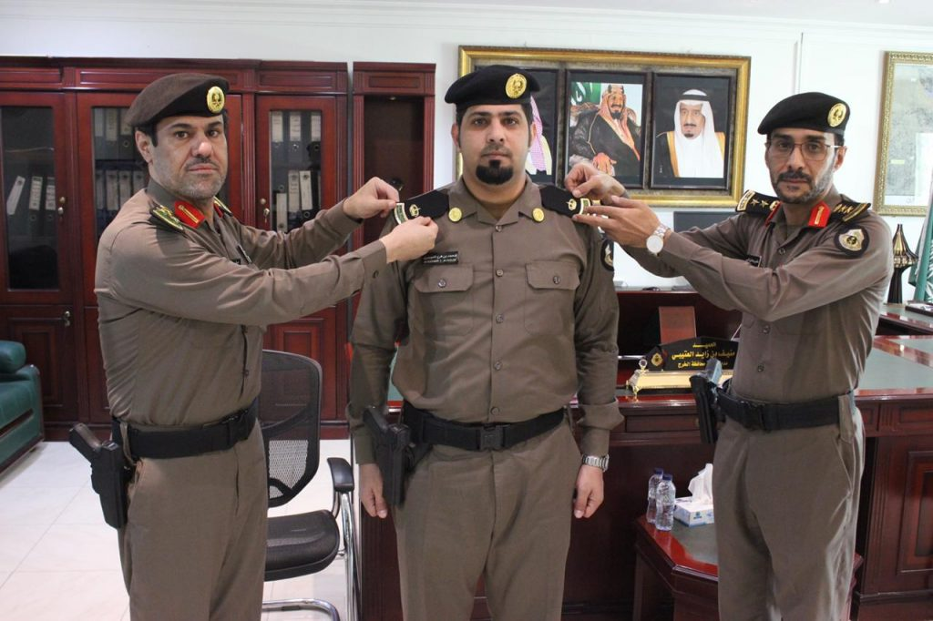 مدير شرطة الخرج يقلد مدير قسم التحريات والبحث الجنائي رتبته الجديدة