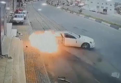 اشتعال سيارة إثر حادث مروري في الباحة .. والكشف عن مصير قائدها