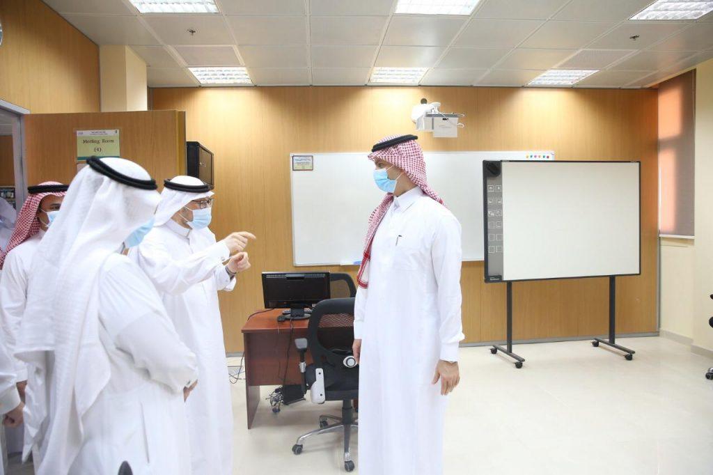 الدكتور الشايع يطلع على منجزات وبرامج العمادات المساندة ويؤكد على تعميق مفاهيم الجودة بكل مفاصل العمل
