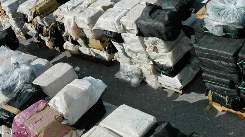 كلب يكشف شحنة مخدرات بملياري يورو !!