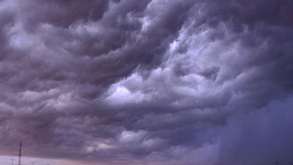 «الأرصاد»: سحب رعدية ورياح نشطة في 6 مناطق خلال الساعات المقبلة