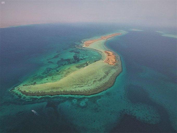 من الوجهات السياحية بالمملكة … شواطئ تحتضن 100 جزيرة