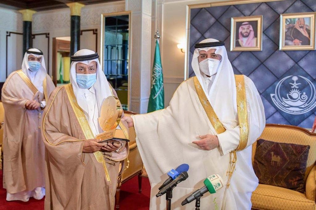 """أمير منطقة تبوك يكرم  """" الخريصي """" بجائزة سموه للتفوق العلمي والتميُّز في عامها الـ 31"""