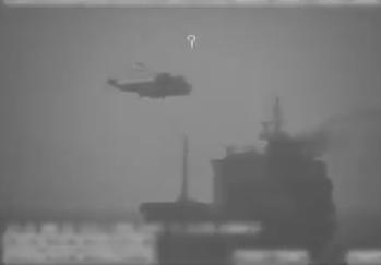 قوات إيرانية مدعومة بسفينتين ومروحية تنفذ عملية قرصنة ضد سفينة في المياه الدولية