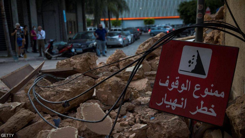 بيروت تبحث عن ناجين بين أنقاض المرفأ وتظاهرات لإسقاط الحكومة