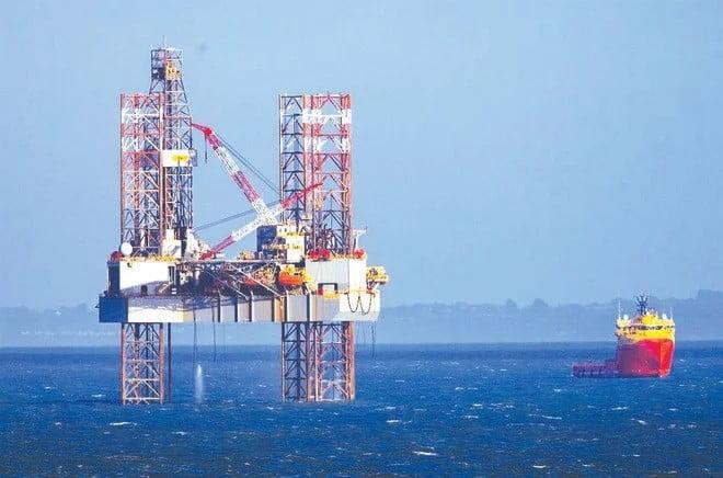أسعار النفط تسجل تراجعاً
