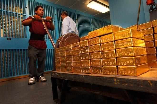 أول انخفاض أسبوعي للذهب منذ مطلع يونيو