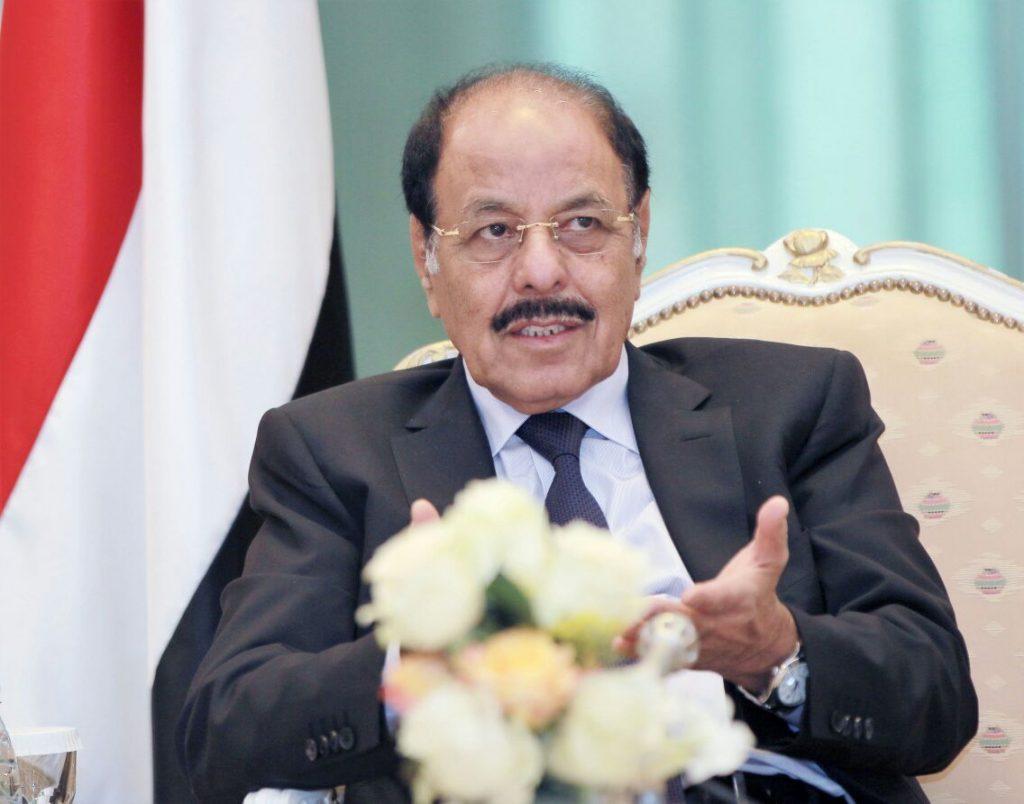 الأحمري خلال إطلاعه على أوضاع الجيش اليمني: سنقارع انقلاب الحوثيين بمعنويات قتالية عالية