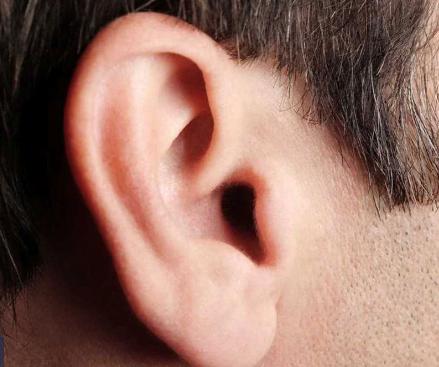 وزارة الصحة توضح فوائد شمع الأذن.. والطريقة الصحية لتنظيفه