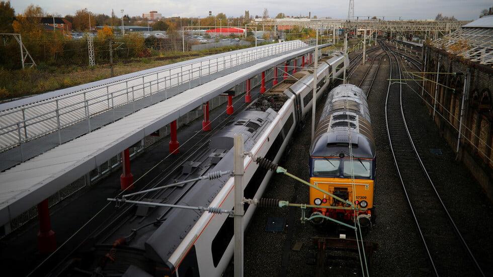 """""""حادث في غاية الخطورة"""".. إصابات خطيرة وأنباء عن قتلى جراء انحراف قطار عن مساره في اسكتلندا"""