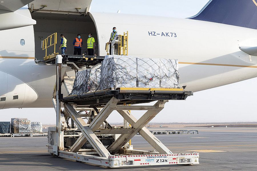 مركز الملك سلمان للإغاثة يسيّر الطائرة الثالثة ضمن الجسر الجوي الإغاثي السعودي للبنان