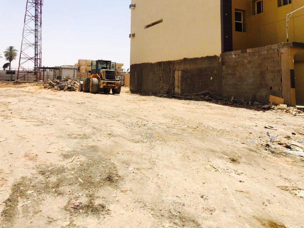 أمانة منطقة الجوف تواصل إزالة المباني الآيلة للسقوط في أحياء مدينة سكاكا