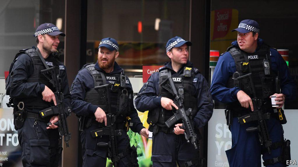 """قانون بريطاني يتيح للشرطة احتجاز السياح بدعوى """"الاشتباه بالتجسس"""""""