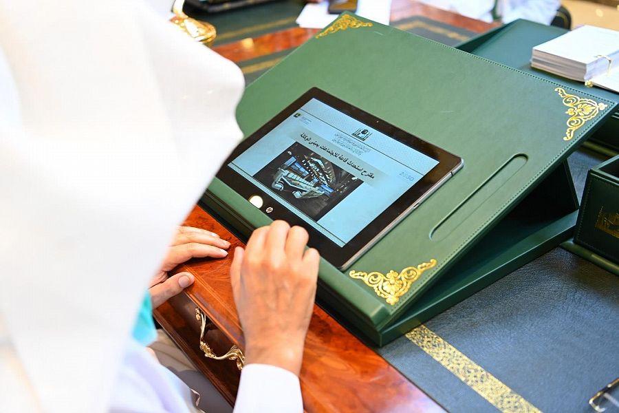 رئيس شؤون الحرمين يقف على عدد من مشروعات المسجد النبوي إلكترونياً