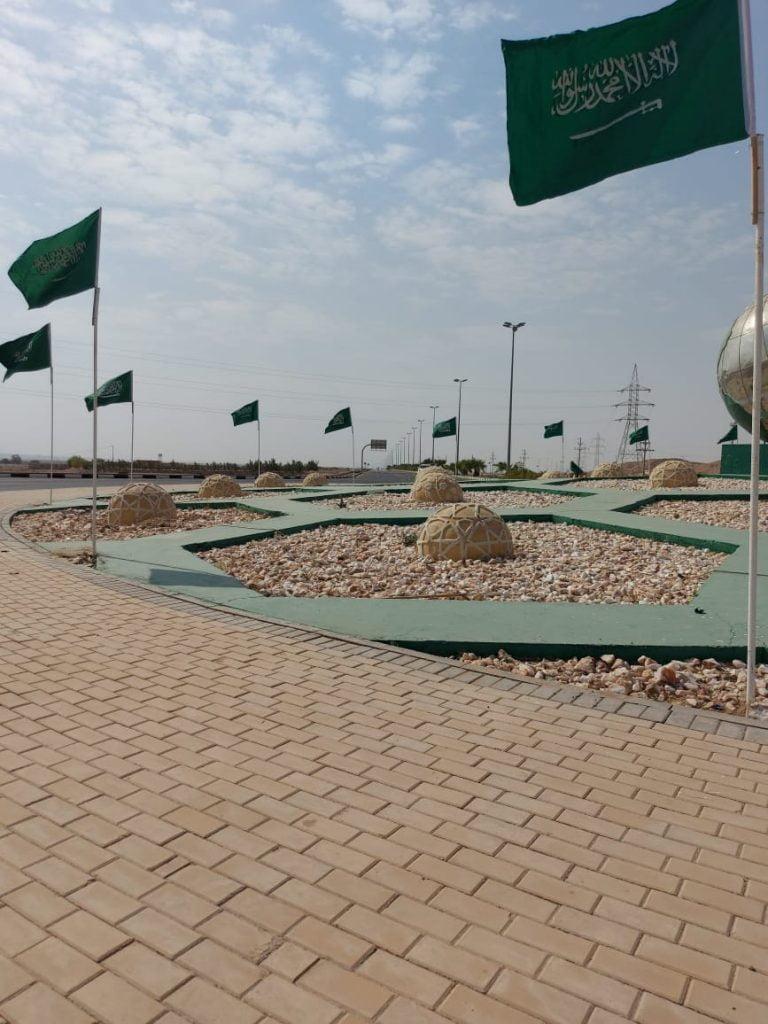 بلدية البدع تزين شوارعها بالأعلام الخضراء