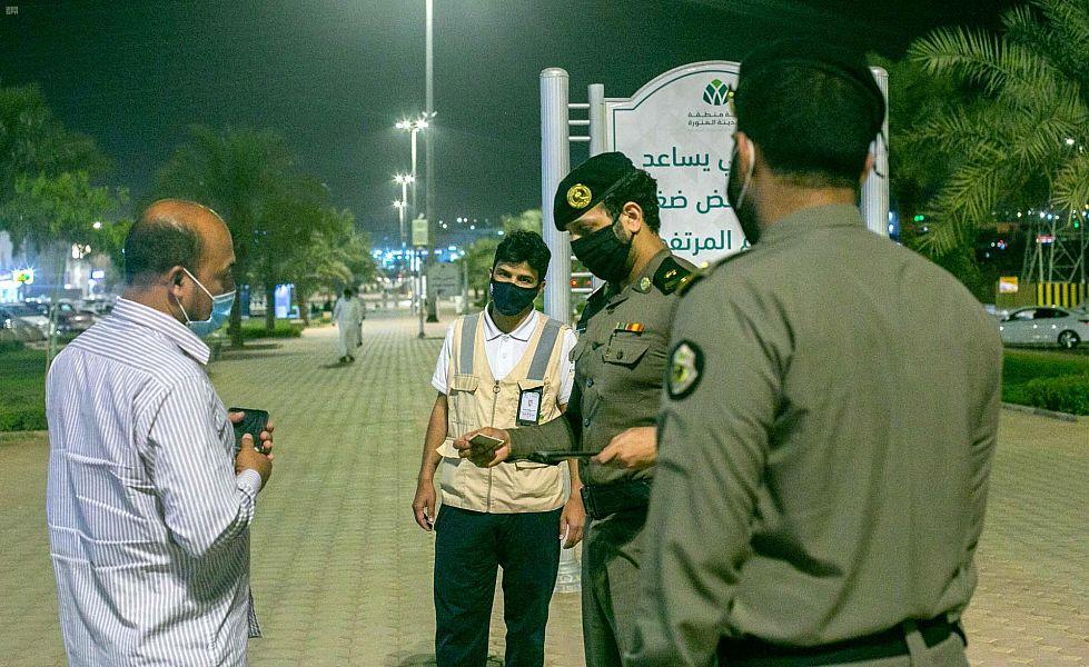 الأجهزة الأمنية بالمدينة المنورة تواصل جولاتها الرقابية للتأكد من الالتزام بالاشتراطات الصحية