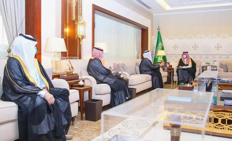 نائب أمير الشرقية يلتقي مدير الجامعة العربية المفتوحة
