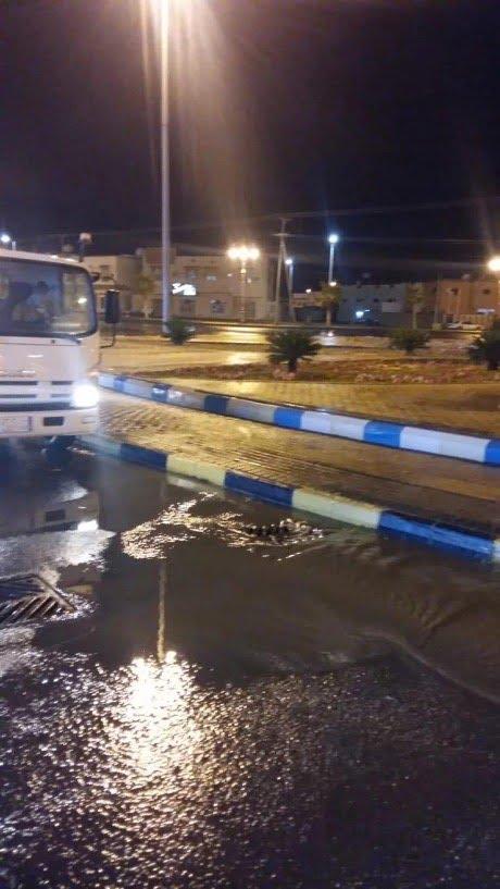 بلدية محافظة تيماء تباشر أعمالها الميدانية تزامناً مع هطول الأمطار