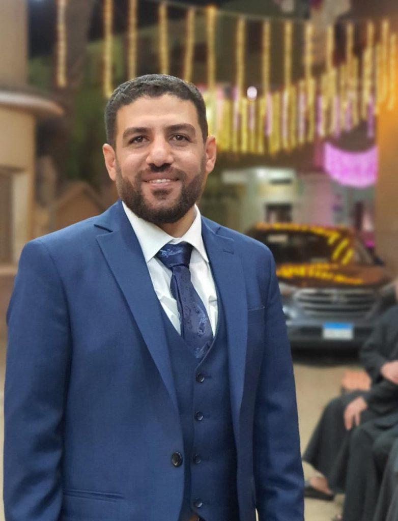 الصحفي محمد الشيخ يحتفل بخطبته على الدكتورة نهى أبو العمايم