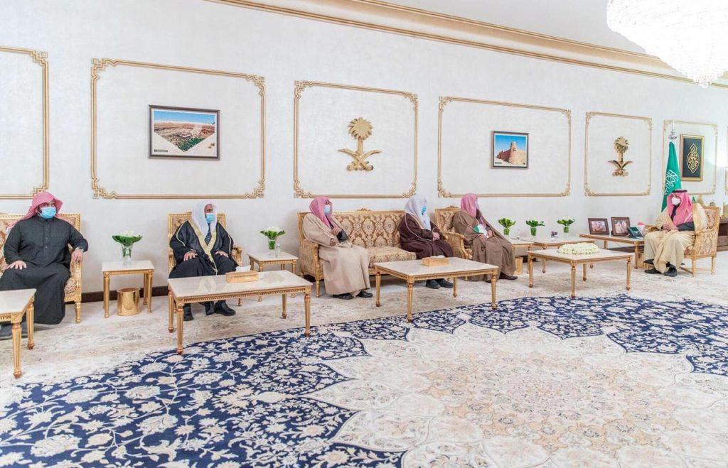 أمير الحدود الشمالية يستقبل رئيس وأعضاء مجلس إدارة جمعية تحفيظ القرآن الكريم بالمنطقة