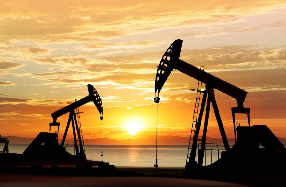 أسعار النفط تغلق على تراجع طفيف