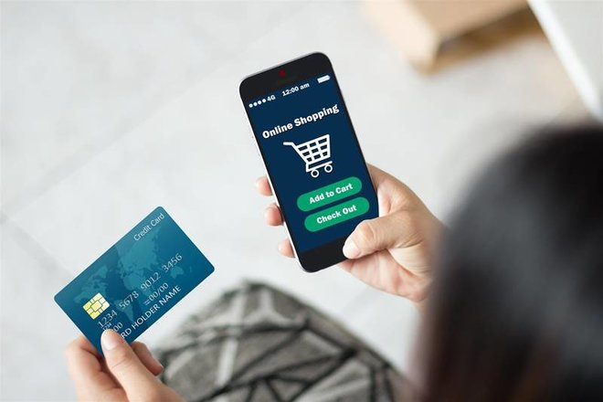 77 % من سكان المملكة توجهوا إلى التسوق والدفع إلكترونيا