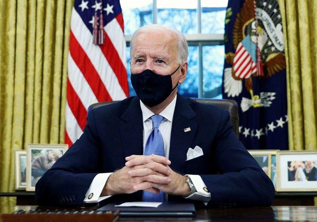 الرئيس الأمريكي يبحث مع نظيره الفرنسي شراكة الناتو وواشنطن مع بروكسل