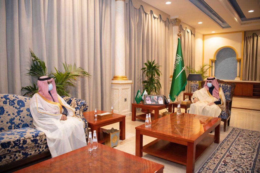 أمير الجوف يستقبل مدير التعليم ويَطلع على الخطة التنفيذية لبداية الفصل الدراسي الثاني