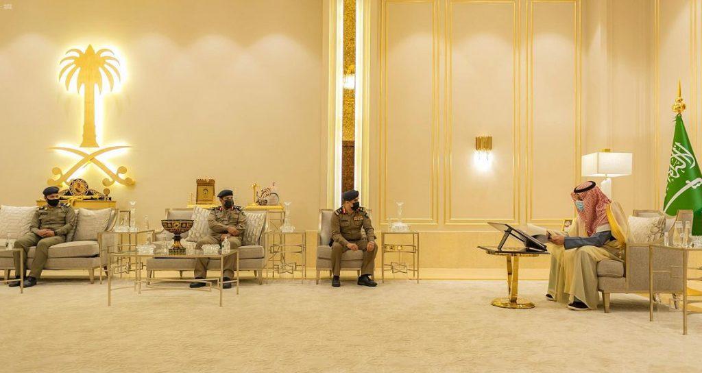 أمير الباحة يتسلّم تقريراً عن الآبار وأعمال الدفاع المدني خلال الحالة المطرية