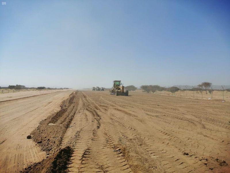 أمانة نجران تبدأ العمل في تنفيذ مشروع السفلتة والأرصفة والإنارة في حزام المطار