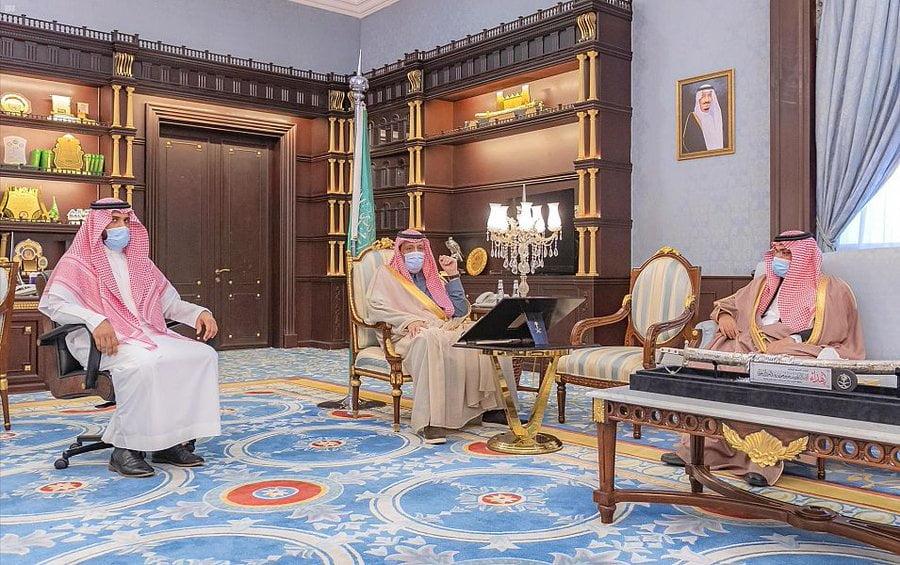 أمير الباحة يتسلم عدة تقارير عن أعمال أمانة المنطقة الميدانية