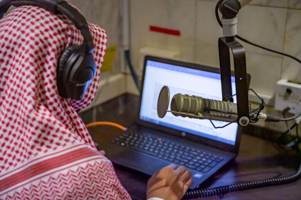 خطب الحرمين الشريفين عبر أثير الإذاعات إلى جميع أنحاء العالم بعدة لغات