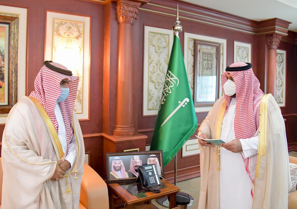 نائب أمير منطقة جازان يتسلم التقرير السنوي لفرع وزارة الإسكان بالمنطقة