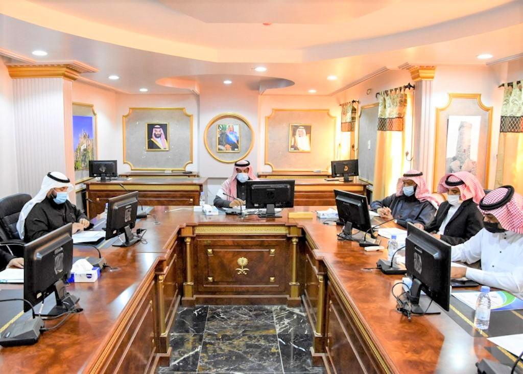 المدير العام لتعليم الباحة يطمئن على سير العمل التعليمي في مدارس المنطقة