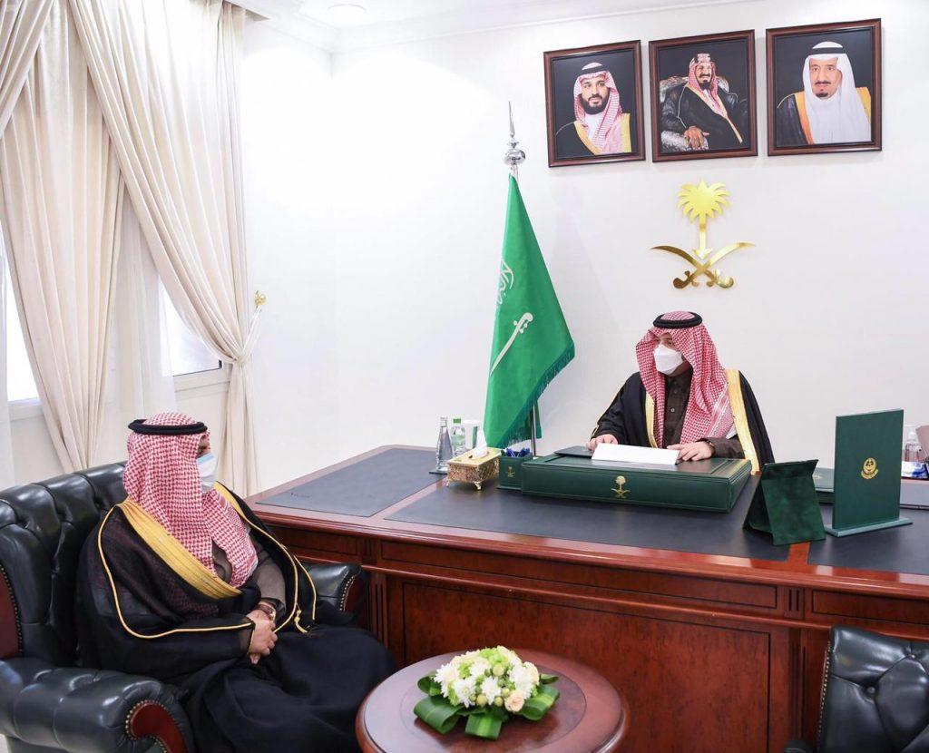 أمير الحدود الشمالية يستقبل مدير مؤسسة البريد السعودي بالمنطقة