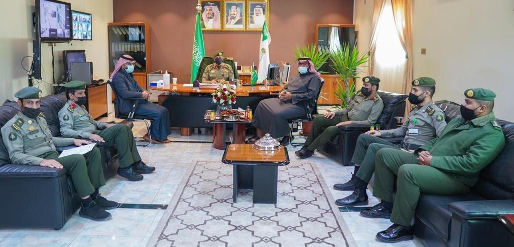 مدير جوازات منطقة الجوف يجتمع مع أمين المنطقة وعدد من المسؤولين